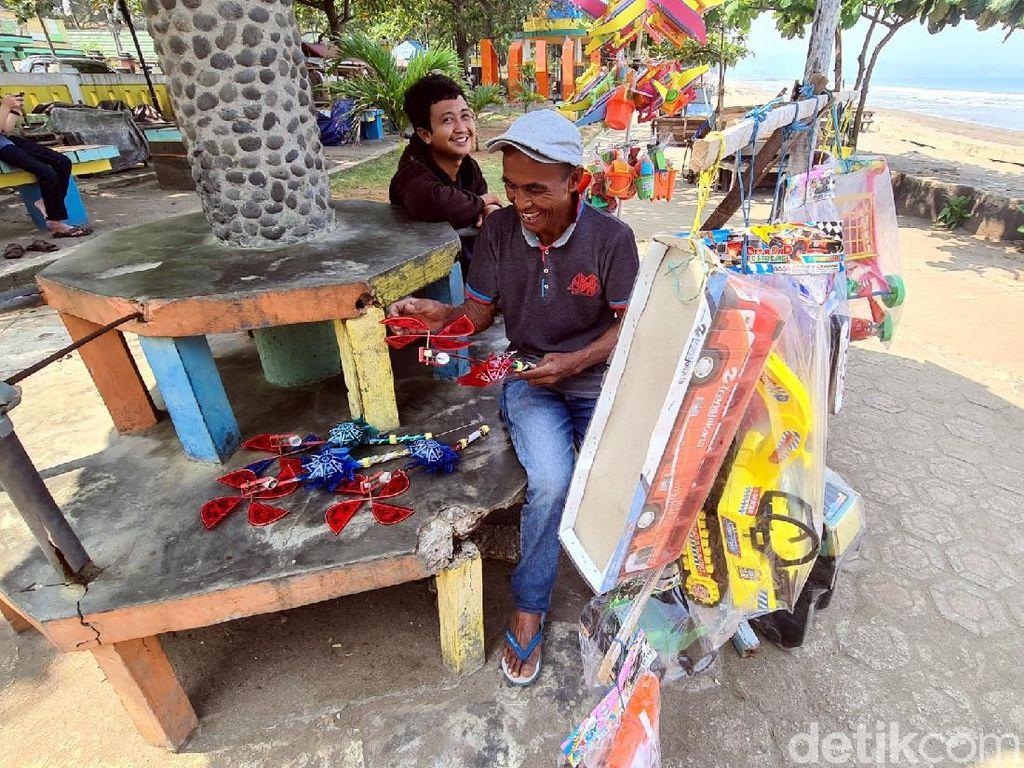 Dilarang Angkut Pemudik, Sopir Bus di Sukabumi Banting Setir Jual Mainan