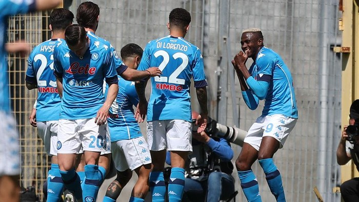 LA SPEZIA, ITALY - MAY 08: Victor Osimhen of SSC Napoli celebrates after scoring a goal during the Serie A match between Spezia Calcio  and SSC Napoli at Stadio Alberto Picco on May 8, 2021 in La Spezia, Italy. Sporting stadiums around Italy remain under strict restrictions due to the Coronavirus Pandemic as Government social distancing laws prohibit fans inside venues resulting in games being played behind closed doors.  (Photo by Gabriele Maltinti/Getty Images)