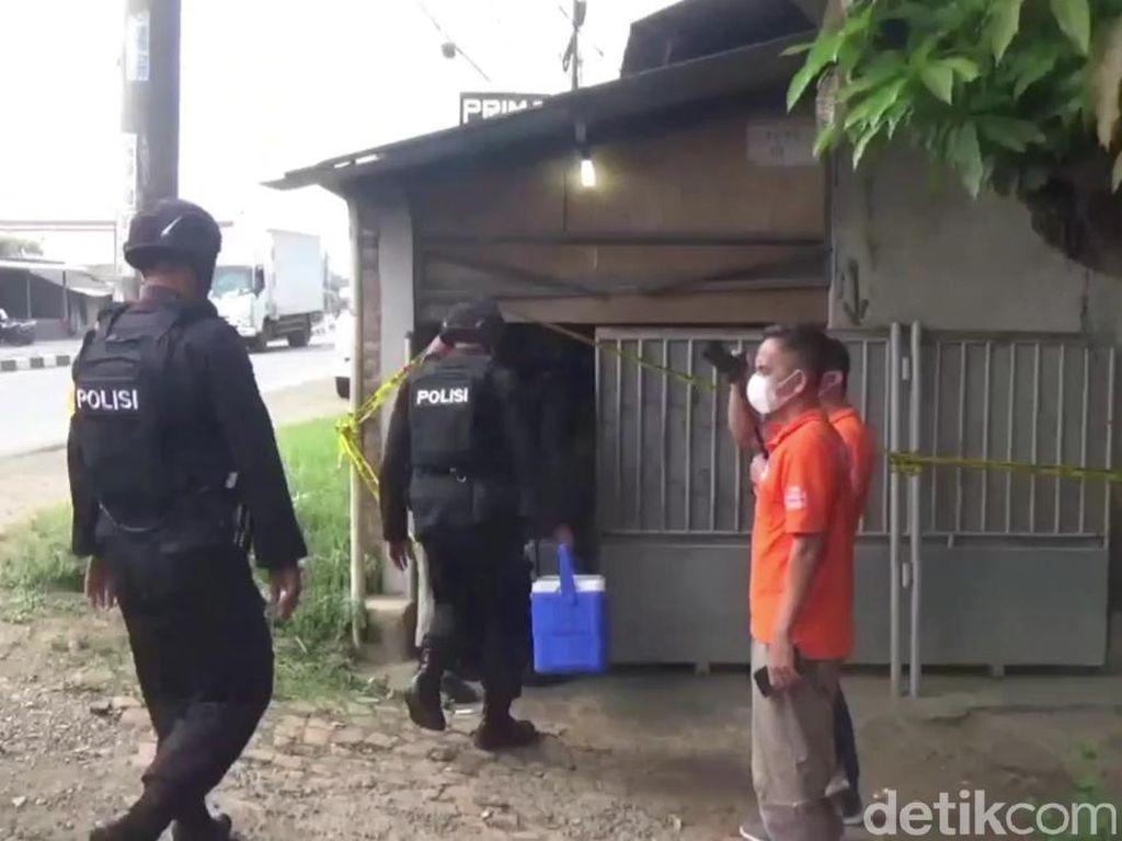 Geledah Rumah Terduga Teroris di Subang, Polisi Sita CPU dan Golok