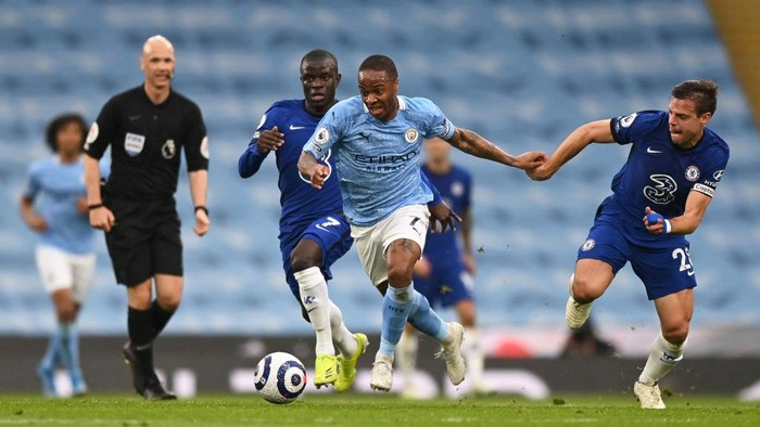 MANCHESTER, ENGLAND - MAY 08: Raheem Sterling of Manchester City breaks away from NGolo Kante and Cesar Azpilicueta of Chelsea during the Premier League match between Manchester City and Chelsea at Etihad Stadium on May 08, 2021 in Manchester, England. Sporting stadiums around the UK remain under strict restrictions due to the Coronavirus Pandemic as Government social distancing laws prohibit fans inside venues resulting in games being played behind closed doors. (Photo by Shaun Botterill/Getty Images)