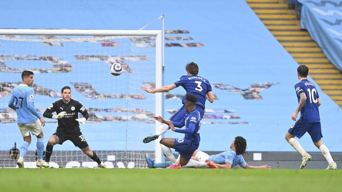 MANCHESTER, ENGLAND - MAY 08: Marcos Alonso of Chelsea scores their sides second goal past Ederson of Manchester City during the Premier League match between Manchester City and Chelsea at Etihad Stadium on May 08, 2021 in Manchester, England. Sporting stadiums around the UK remain under strict restrictions due to the Coronavirus Pandemic as Government social distancing laws prohibit fans inside venues resulting in games being played behind closed doors. (Photo by Laurence Griffiths/Getty Images)