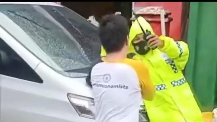 Anggota DPRD Malut nekat tabrak polisi