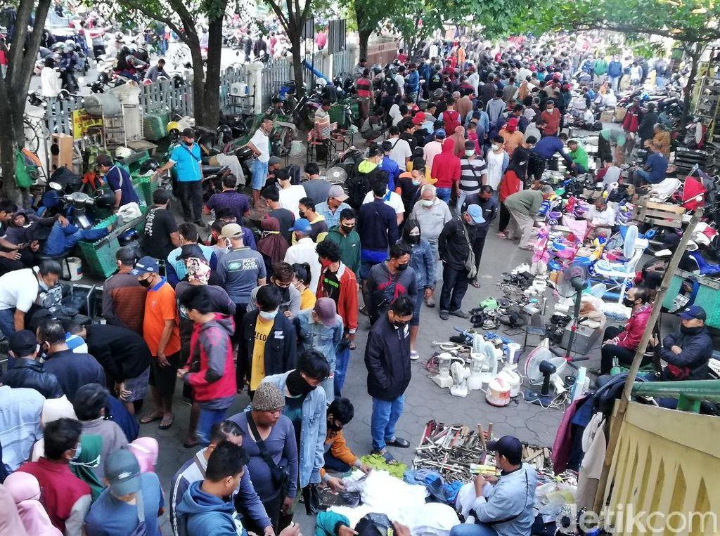Begini Ramainya Pasar Klithikan Notoharjo Solo Pagi Ini