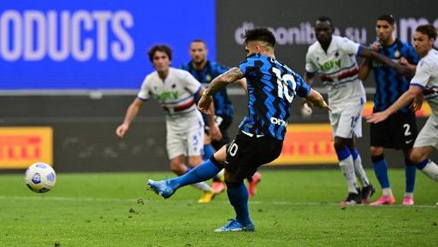 Inter Milan's Argentine forward Lautaro Martinez shoots to score a penalty during the Italian Serie A football match Inter Milan vs Sampdoria on May 08, 2021 at the San Siro stadium in Milan. (Photo by MIGUEL MEDINA / AFP)