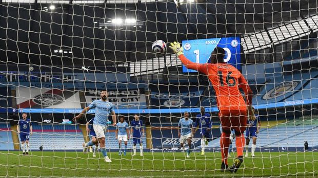 MANCHESTER, ENGLAND - MAY 08: Edouard Mendy of Chelsea saves a penalty taken by Sergio Aguero of Manchester City during the Premier League match between Manchester City and Chelsea at Etihad Stadium on May 08, 2021 in Manchester, England. Sporting stadiums around the UK remain under strict restrictions due to the Coronavirus Pandemic as Government social distancing laws prohibit fans inside venues resulting in games being played behind closed doors. (Photo by Shaun Botterill/Getty Images)