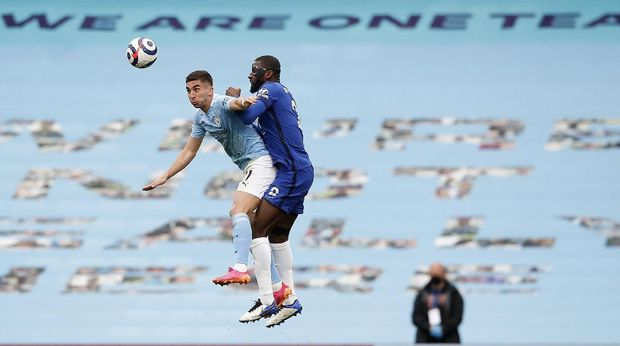 Manchester City's Ferran Torres, left, and Chelsea's Antonio Rudiger challenge for the ball during the English Premier League soccer match between Manchester City and Chelsea at the Etihad Stadium in Manchester, Saturday, May 8, 2021.(Martin Rickett/Pool via AP)