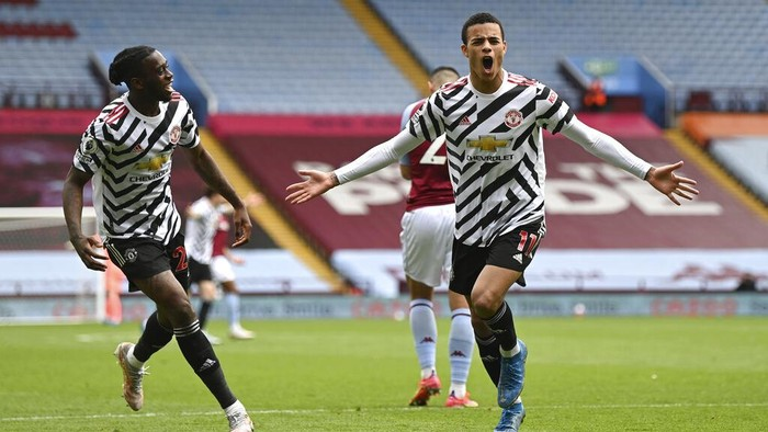 Manchester Uniteds Mason Greenwood, right, celebrates after scoring his sides second goal during the English Premier League soccer match between Aston Villa and Manchester United at Villa Park in Birmingham, England, Sunday, May 9, 2021. (Shaun Botterill/Pool via AP)