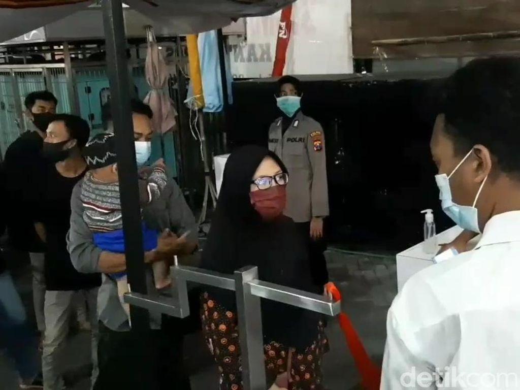 Ramainya Pengunjung Toko Baju Lebaran di Kota Pasuruan