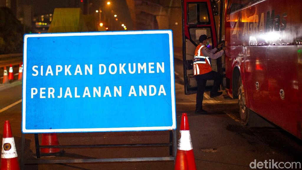 Mudik Dilarang, Ribuan Kendaraan Putar Balik di Tol Cikarang Barat