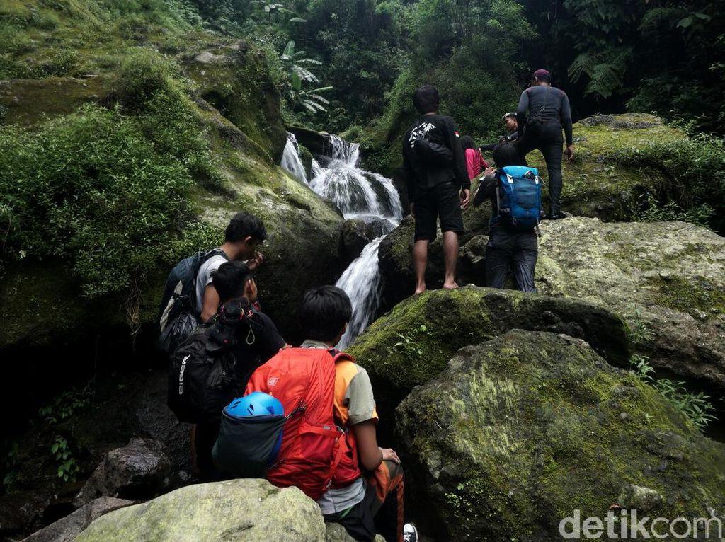 Setapak Menelusuri Gunung Salak ke Lembah Sukhoi