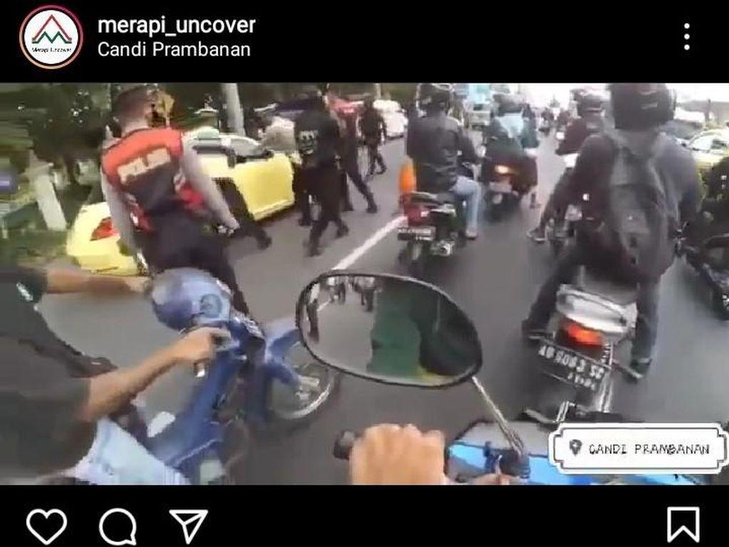 Mobil Terobos Penyekatan-Tabrak Polisi, Terdengar Suara Mirip Tembakan