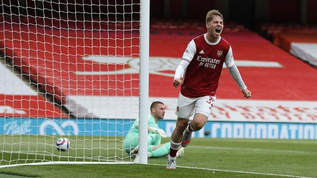 Arsenal's Emile Smith Rowe celebrates after scoring his side's opening goal during the English Premier League soccer match between Arsenal and West Bromwich Albion at the Emirates Stadium in London, England, Sunday, May 9, 2021. (AP Photo/Frank Augstein, Pool)