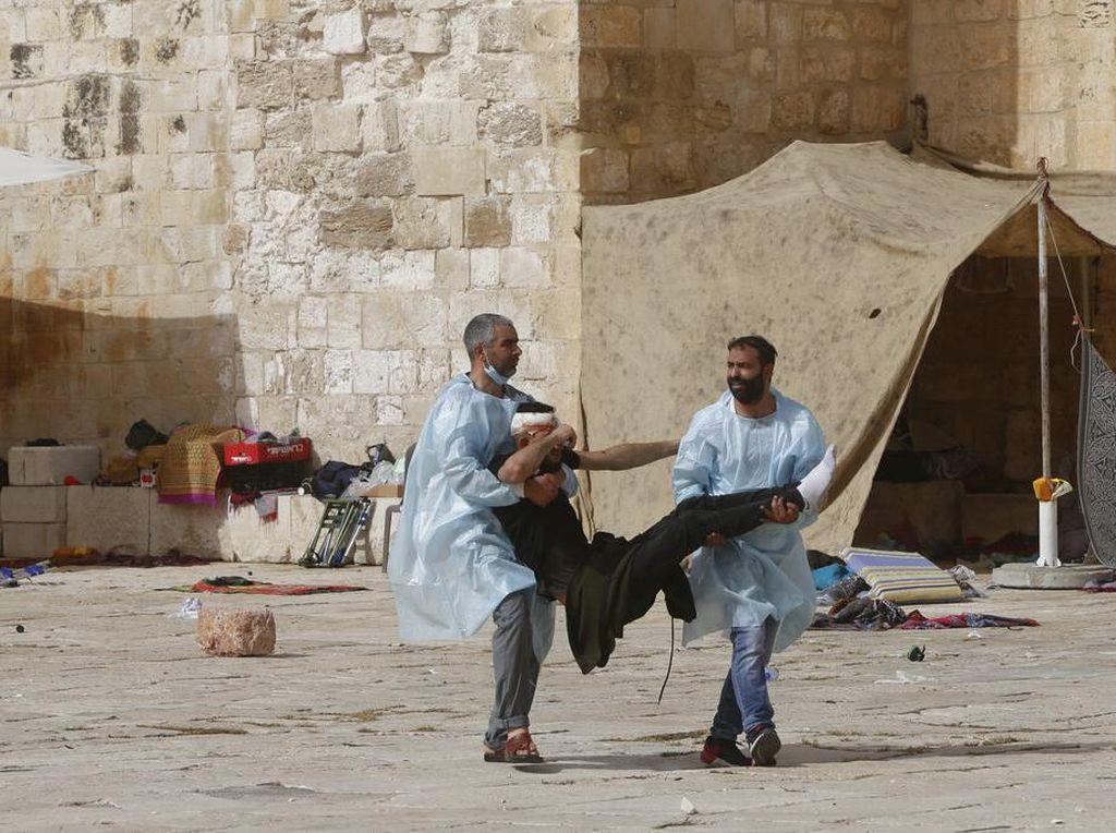 Mata Warga Palestina Buta Kena Peluru Israel Saat Bentrok di Al-Aqsa