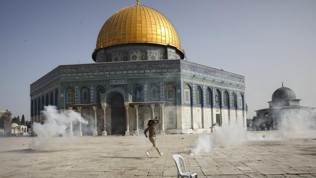 Bentrokan Palestina-Israel di Masjid Al-Aqsa Kembali Pecah
