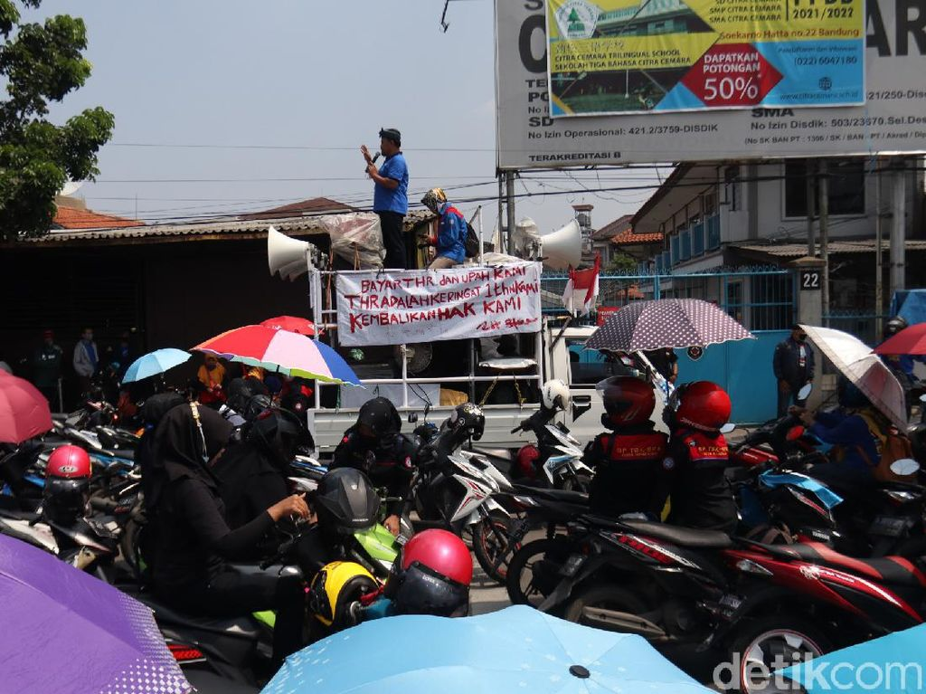 Tagih THR, Buruh Sempat Tutup Jalan Soekarno Hatta Bandung