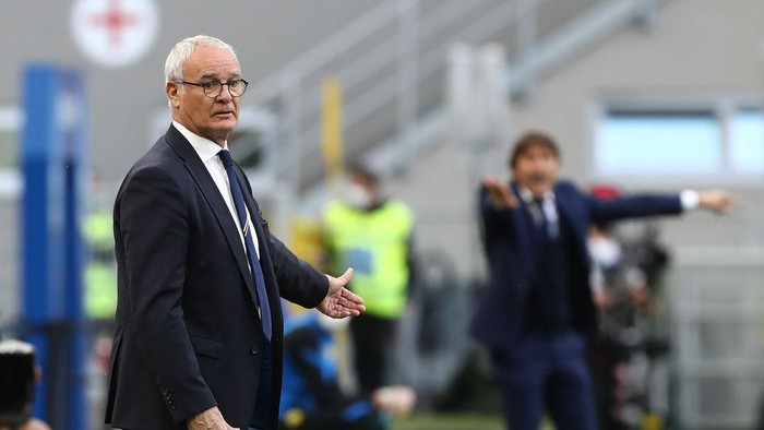 MILAN, ITALY - MAY 08: Claudio Ranieri, Head Coach of U.C. Sampdoria looks on during the Serie A match between FC Internazionale  and UC Sampdoria at Stadio Giuseppe Meazza on May 08, 2021 in Milan, Italy. Sporting stadiums around Italy remain under strict restrictions due to the Coronavirus Pandemic as Government social distancing laws prohibit fans inside venues resulting in games being played behind closed doors. (Photo by Marco Luzzani/Getty Images)
