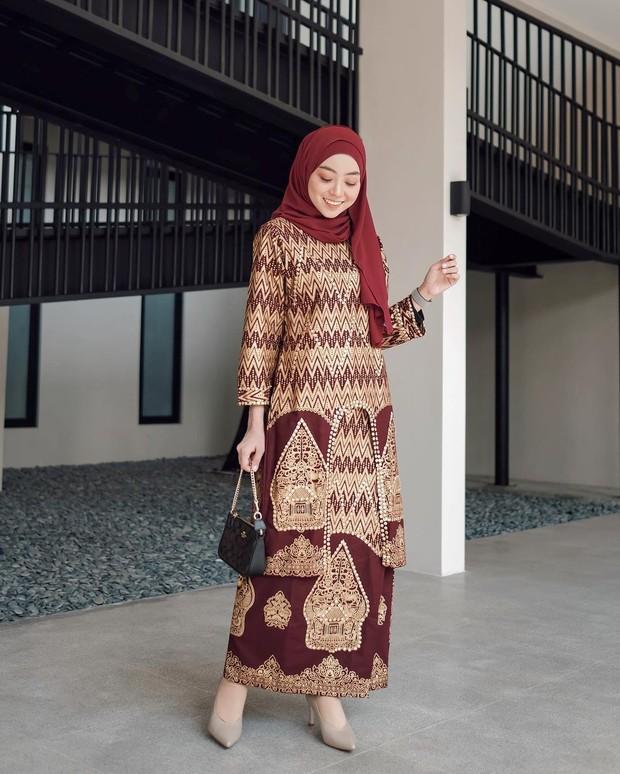 Dress maroon & gold
