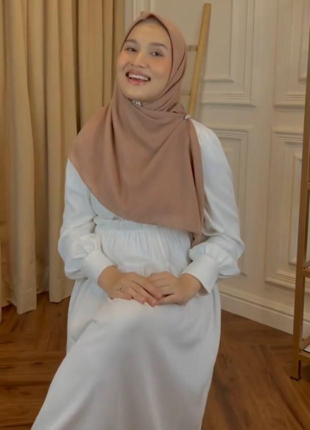 4 Gaya Hijab Segiempat untuk Silaturahmi