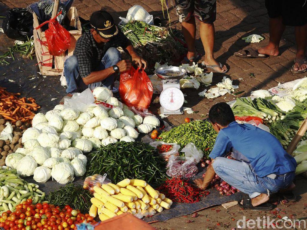 Corona Belum Pergi, Omzet Pedagang Pasar Jelang Lebaran Nggak Nendang!