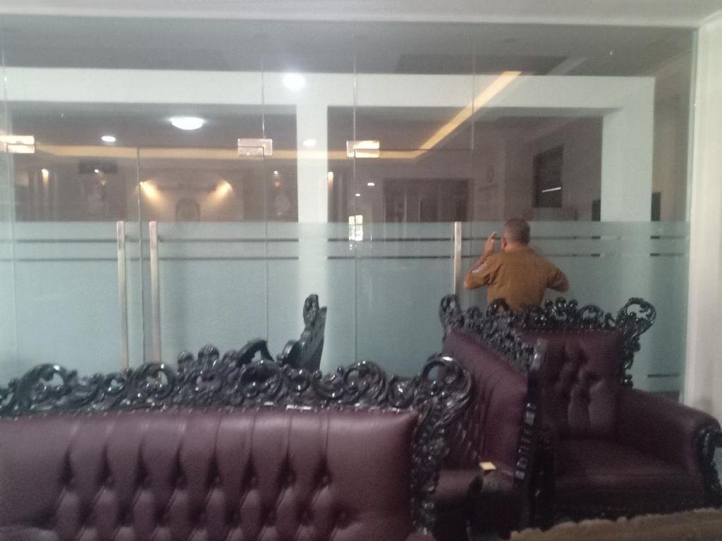 Pascaterjaring OTT KPK, Kantor Bupati Nganjuk Tertutup Rapat