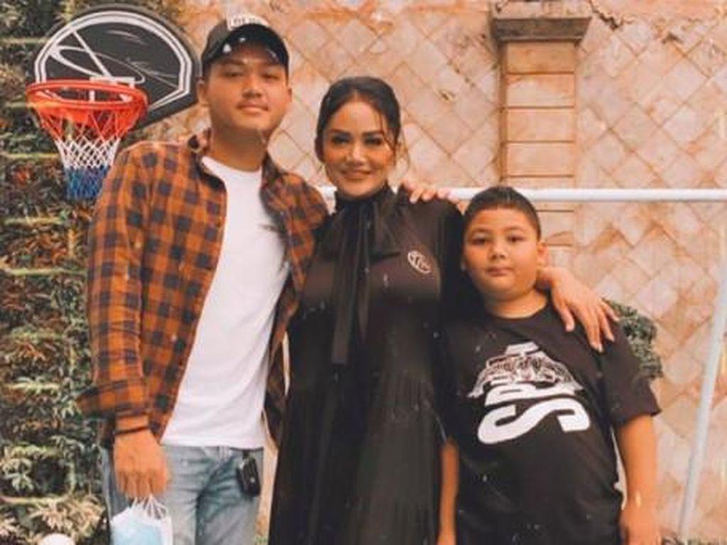 Reaksi Raul Lemos Lihat Azriel Hermansyah dan Krisdayanti Berpelukan