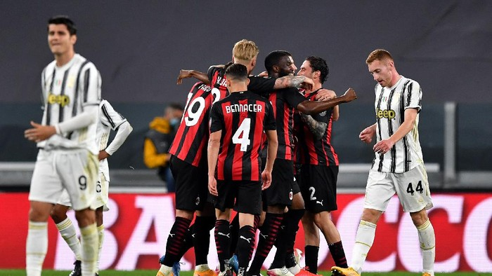 TURIN, ITALY - MAY 09: Ante Rebic of A.C. Milan (hidden) celebrates with team mates after scoring their sides second goal during the Serie A match between Juventus  and AC Milan at  on May 09, 2021 in Turin, Italy. Sporting stadiums around Italy remain under strict restrictions due to the Coronavirus Pandemic as Government social distancing laws prohibit fans inside venues resulting in games being played behind closed doors. (Photo by Valerio Pennicino/Getty Images)