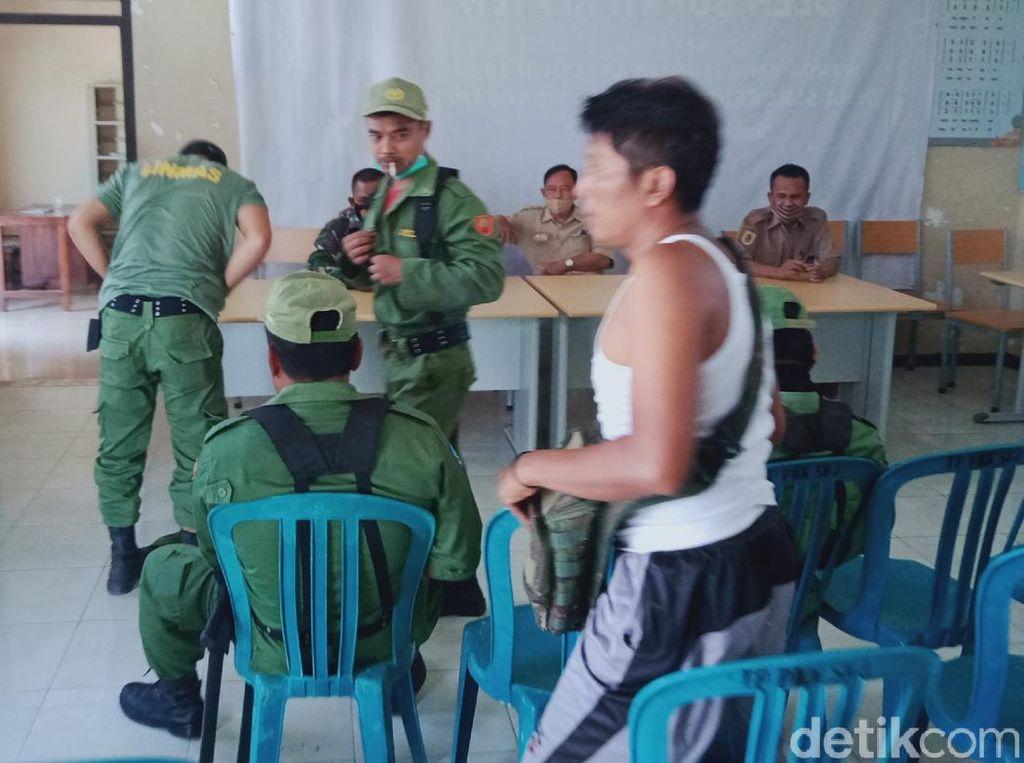 Ramai-ramai Linmas di Klaten Mundur dan Copot Seragam, Ada Apa?