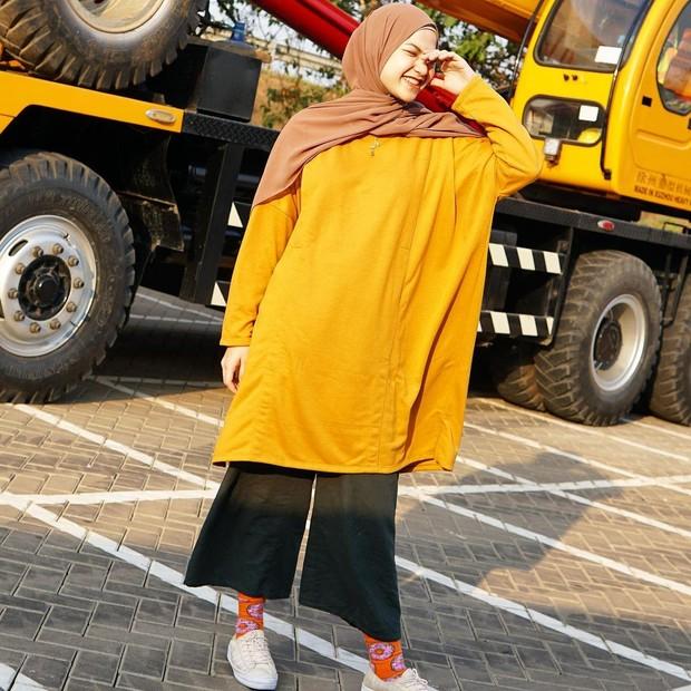 Marsha Natika memakai oversized tunic dan celana kulot/instagram.com/marshanatika