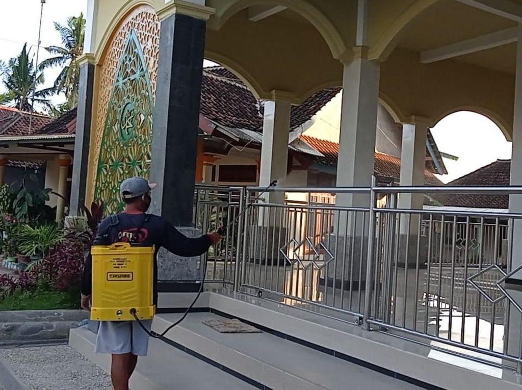 Satgas COVID-19 Tutup 2 Tempat Ibadah Usai Klaster Tarawih di Banyuwangi