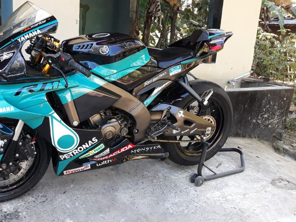 Modifikasi Yamaha Vixion Tampil Sporty ala Motor Balap Valentino Rossi