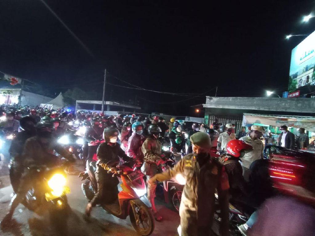 Penyekatan Bekasi-Karawang Bikin Macet 4 Km, Bunyi Klakson Bersahutan