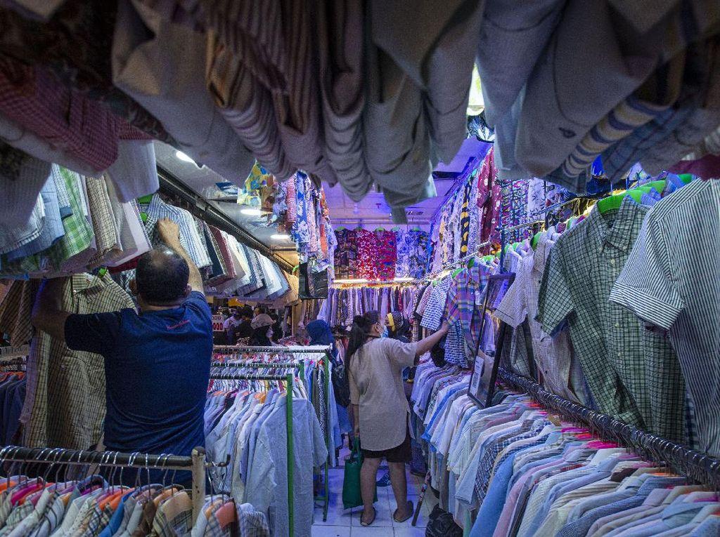 Serunya Thrifting Baju Lebaran di Pasar Senen
