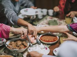 Doa Sesudah Makan dan Artinya Sesuai Ajaran Rasulullah