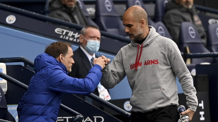 Chelseas head coach Thomas Tuchel, left, and Manchester Citys head coach Pep Guardiola chat before the start of the English Premier League soccer match between Manchester City and Chelsea at the Etihad Stadium in Manchester, Saturday, May 8, 2021.(Shaun Botterill/Pool via AP)