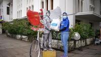 tiket.com Bagikan Sembako ke Pekerja Pariwisata di Kota Tua Jakarta