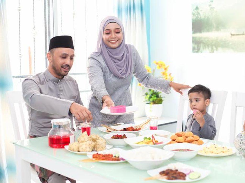 Disunnahkan Makan dan Minum sebelum Shalat Idul Fitri