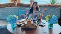 Serunya Millen Cyrus Saat Menikmati Floating Breakfast hingga Makan Mewah di Dubai