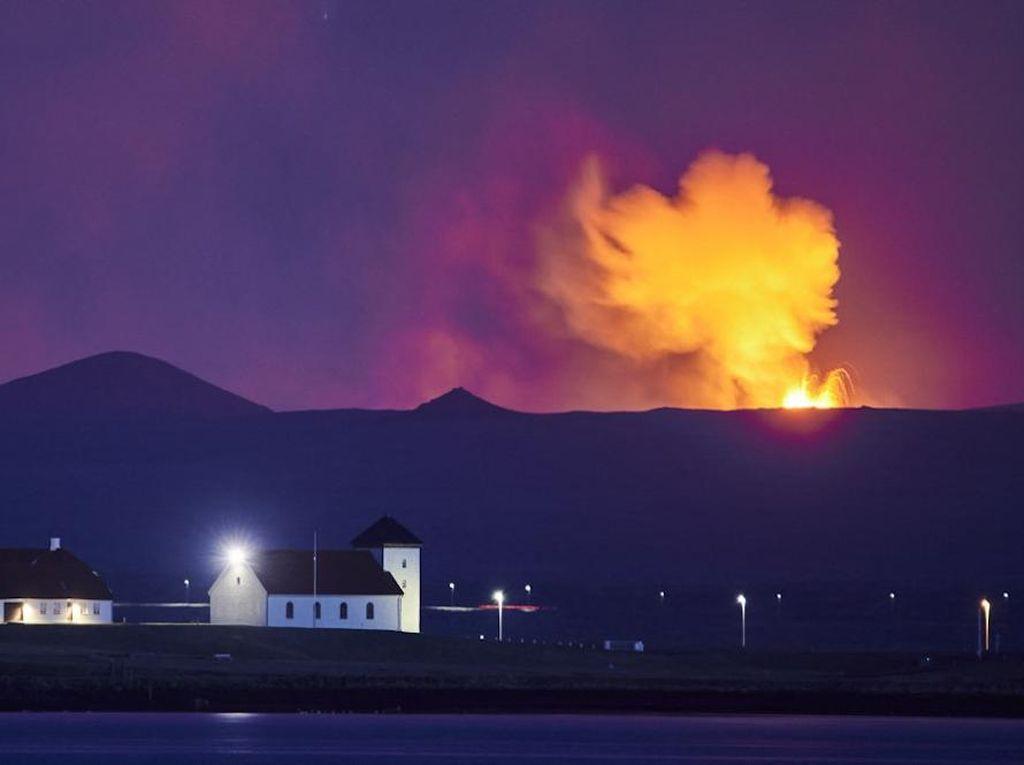 Saat Letusan Gunung Berapi Islandia Tarik Perhatian Wisatawan