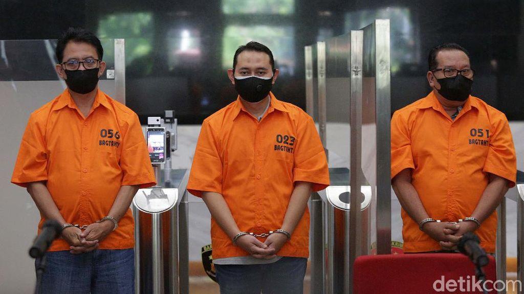 Potret Bupati Nganjuk Diborgol dan Berbaju Tahanan