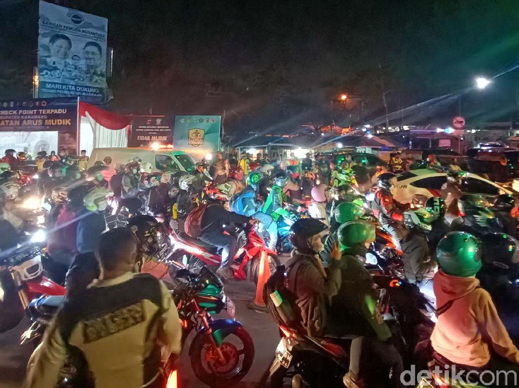 Potret Penumpukan Pemudik di Pos Tanjungpura