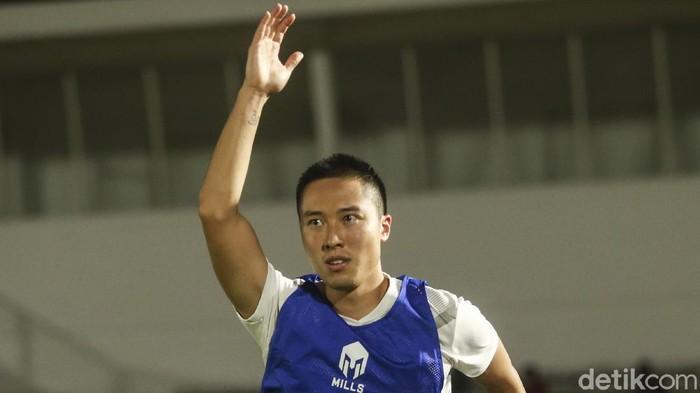 Arthur Irawan menjalani sesi latihan bersama timnas Indonesia di Stadion Madya, Jakarta, Selasa (11/5/2021)
