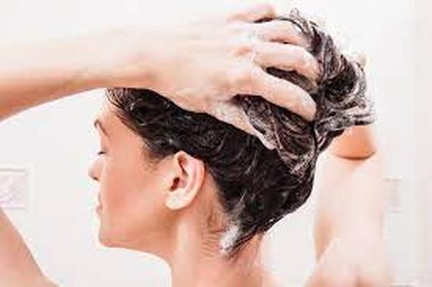 5 Kesalahan Keramas yang Bikin Rambut Rusak dan Kusut