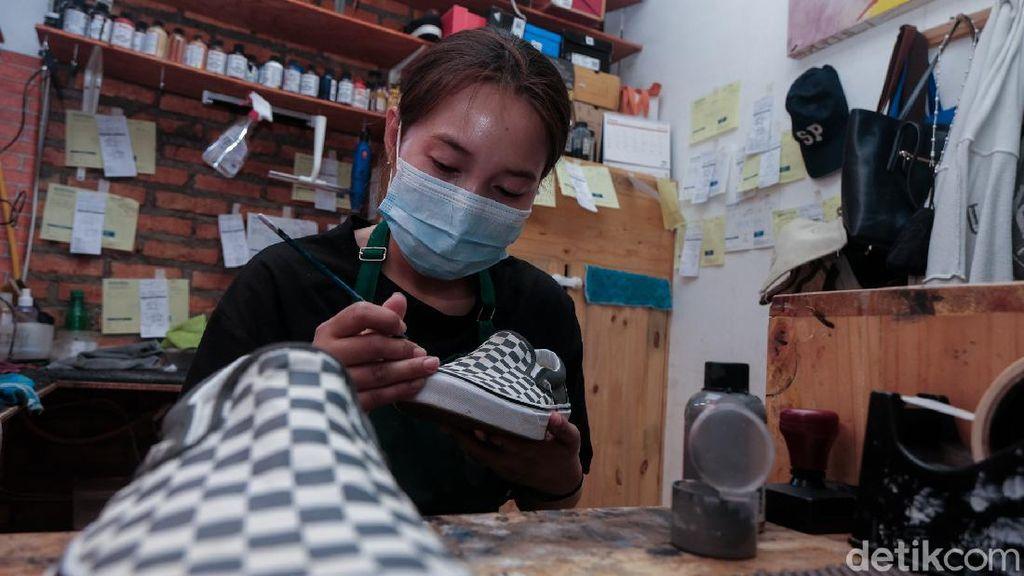 Jasa Cuci-Restorasi Sepatu Bikin Tampil Kece Saat Lebaran