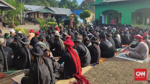 Jemaah And-Nadzir saat melaksanakan Salat IdulFitri di Kelurahan Romang Lompoa, Kecamatan Somba Opu, Kabupaten Gowa, Sulawesi Selatan. (Foto: Muhammad Ilham)