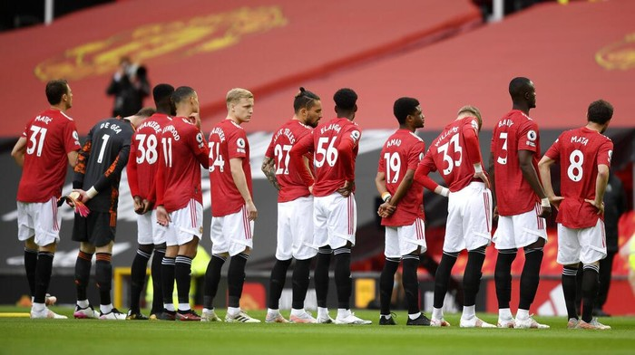 Manchester United players before the English Premier League soccer match between Manchester United and Leicester City, at the Old Trafford stadium in Manchester, England, Tuesday, May 11, 2021. (Michael Regan/Pool via AP)