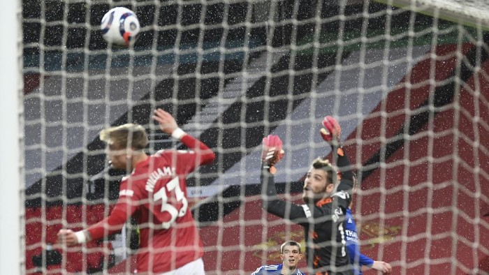 Leicesters Luke Thomas, cecond left, scores his sides opening goal during the English Premier League soccer match between Manchester United and Leicester City, at the Old Trafford stadium in Manchester, England, Tuesday, May 11, 2021. (Michael Regan/Pool via AP)