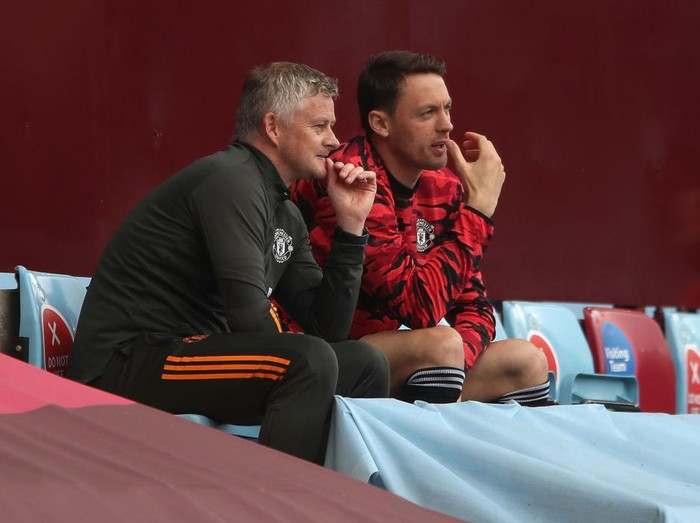 BIRMINGHAM, ENGLAND - MAY 09: Ole Gunnar Solskjaer, Manager of Manchester United talks to Nemanja Matic during the Premier League match between Aston Villa and Manchester United at Villa Park on May 09, 2021 in Birmingham, England. Sporting stadiums around the UK remain under strict restrictions due to the Coronavirus Pandemic as Government social distancing laws prohibit fans inside venues resulting in games being played behind closed doors. (Photo by Nick Potts - Pool/Getty Images)