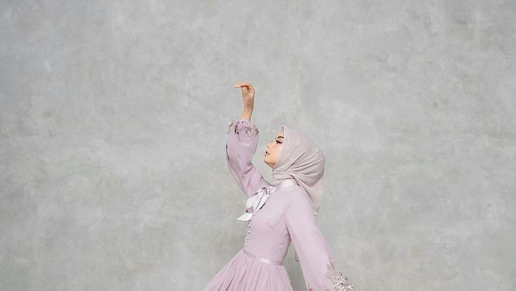 10 Ide OOTD Hijab Lebaran 2021, Mulai dari Tunik Hingga Dress