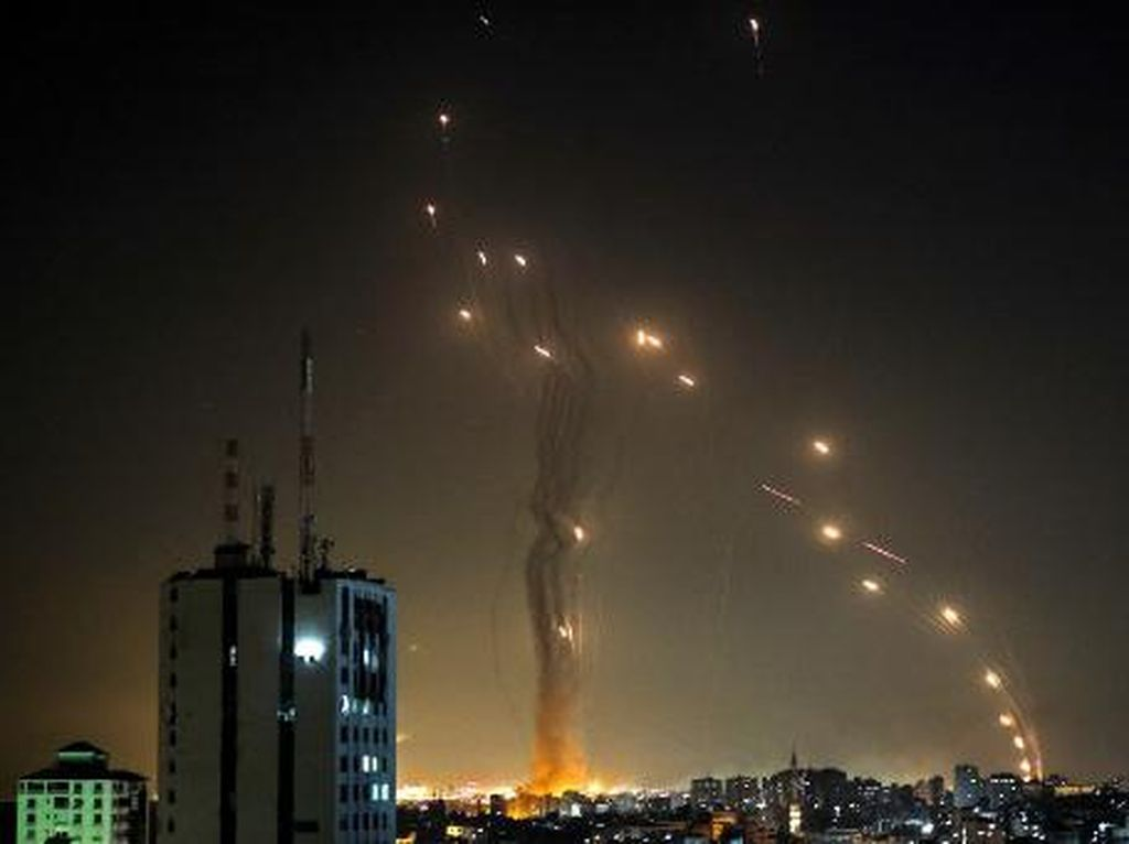 Iron Dome Israel Gagal Bendung Gempuran Roket Hamas, 2 Orang Tewas