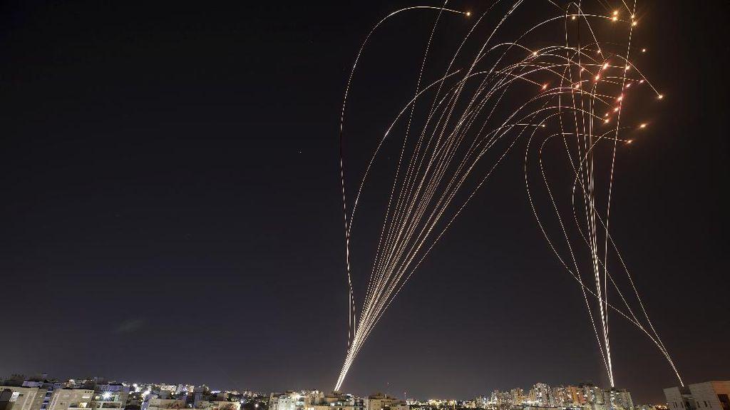 Balas Serangan, Hamas Tembakan Ratusan Roket ke Israel